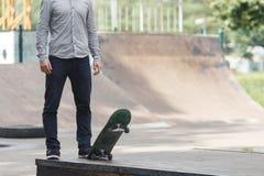 Молодой конькобежец мальчика в парке Стоковое Изображение