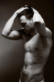 Молодой красивый мышечный человек Стоковая Фотография