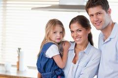 Молодой представлять семьи стоковые изображения