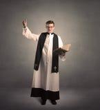 Молодой священник в давать его благословение Стоковое Изображение RF
