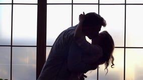 Молодой сумрак концепции дня ` s валентинки Святого пар дома совместно предлагает сток-видео