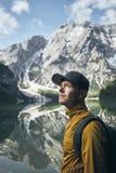 Молодой турист в горах Стоковое Изображение