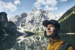 Молодой турист в горах Стоковая Фотография RF