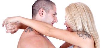 Молодой усмехаться пар влюбленности стоковое изображение