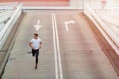 Молодой человек бежать в городской местности стоковое фото rf
