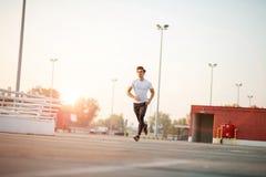 Молодой человек бежать в городской местности стоковая фотография rf