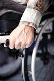 Молодой человек в кресло-коляске Стоковые Изображения