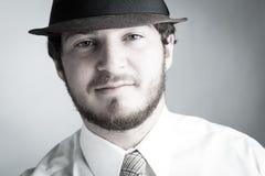 Молодой человек в шлеме и связи стоковое изображение rf