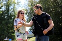 Молодой человек и женщина с рыболовной удочкой на реке в Германии Стоковое фото RF
