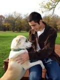 Молодой человек и собака Стоковое Фото