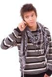 Молодой человек на телефоне стоковое изображение