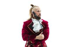 Молодой человек нося традиционный средневековый костюм маркиза стоковые фотографии rf