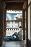 Молодой человек путешествуя в Корее Стоковое фото RF