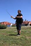 Молодой человек с рыболовной удочкой на реке в Германии Стоковое фото RF