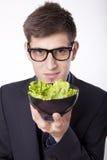 Молодой человек с салатом Стоковые Фотографии RF