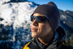 Молодой чернокожий человек в зиме Стоковые Изображения