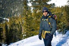 Молодой чернокожий человек в зиме Стоковые Изображения RF
