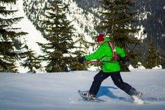 Молодой чернокожий человек в зиме Стоковые Фотографии RF