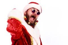 Молодой эмоциональный бородатый человек в костюме рождества стоковые изображения rf