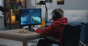 Молодой gamer отключения сток-видео