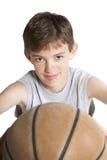 молодость удерживания баскетбола Стоковое Фото