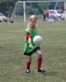 молодость футбола игрока действия Стоковое фото RF
