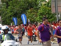 молодость singapore шествия 2010 Олимпиад пламени Стоковые Фотографии RF