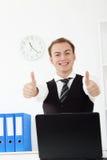 Молодые бизнесмены в офисе Стоковые Фото