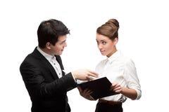 Молодые бизнесмены имея обсуждение Стоковые Фото