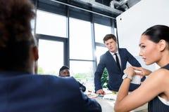 Молодые бизнесмены на встрече Стоковые Изображения RF