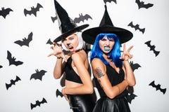 Молодые женщины в костюмах хеллоуина на партии Стоковая Фотография RF