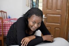 Молодые женщины дома Стоковое Фото