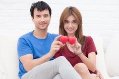 Молодые любовники счастливые в влюбленности Стоковое Изображение