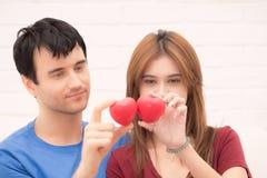 Молодые любовники счастливые в влюбленности Стоковое Фото