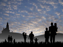 Молодые люди при дети идя к церков Стоковое Фото
