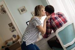 Молодые привлекательные дизайнеры работая совместно от дома Стоковая Фотография