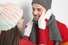 Молодые счастливые пары в теплых одеждах Стоковое Изображение RF