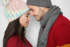Молодые счастливые пары в теплых одеждах Стоковое Фото