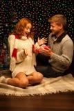 Молодые счастливые ся вскользь пары делая настоящий момент Стоковое Фото