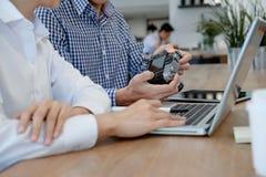 Молодые творческие бизнесмены на офисе Стоковая Фотография