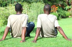 Молодые человеки ослабляя стоковое фото rf