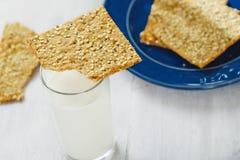 Молока предпосылки печений фитнеса еда белого деревянного стеклянного здоровая Стоковое Изображение