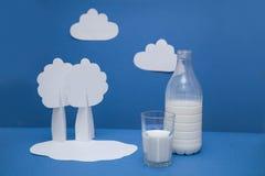 молоко бутылочного стекла стоковые фотографии rf