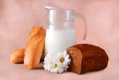 Молоко в питчере Стоковое фото RF