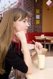 молоко девушки коктеила Стоковая Фотография RF