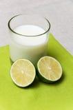 молоко известки стоковое изображение rf