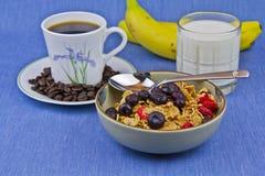 молоко кофе хлопий для завтрака шара banan Стоковые Фотографии RF