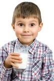 молоко мальчика выпивая Стоковые Фотографии RF
