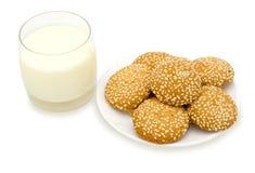 молоко печений стеклянное осеменяет сезам Стоковое фото RF