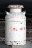молоко питья домашнее Стоковое Изображение RF